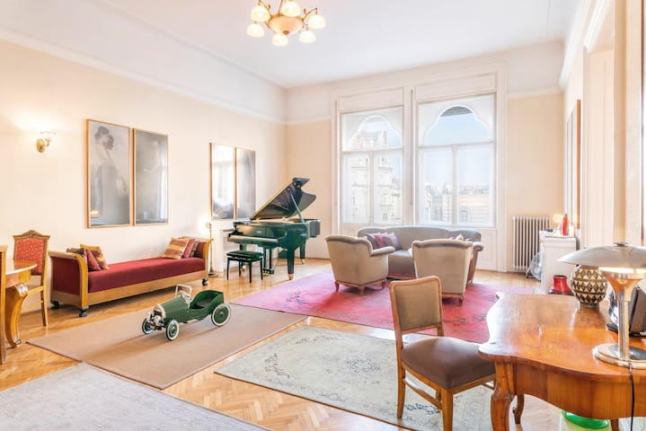 Stunning spacious art nouveau apart ,  grand piano