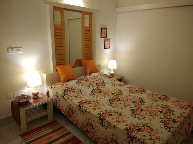 5/4 - Queen Room in Ballygunge