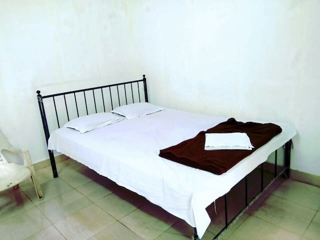 Private room for a budget traveller - Arambol
