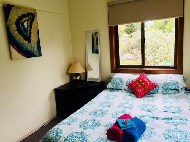 Relax in Comfort by the Sea with Lovely Hosts