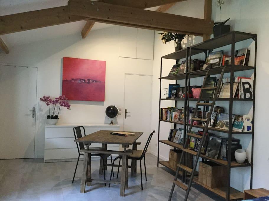 studio 7 39 de st lazare guest houses louer bois colombes le de france france. Black Bedroom Furniture Sets. Home Design Ideas