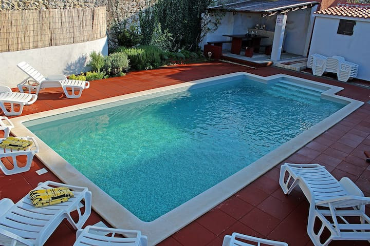 Apartment wit heated pool for 2- 4 person