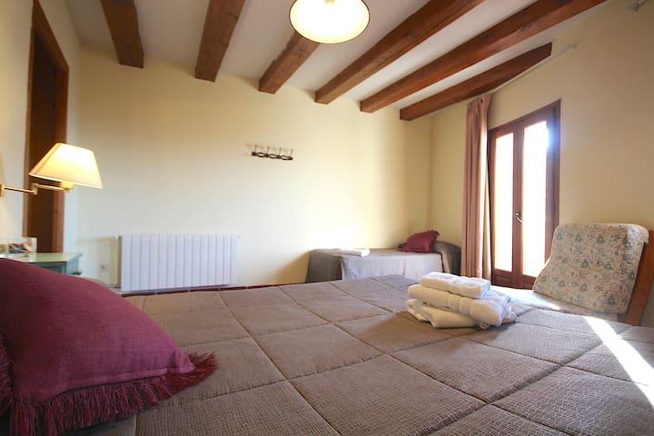 Centre del Montsec - 201 - Triple Room