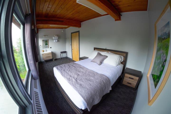 Modern Design w/ Queen Bed + Excellent Location 4
