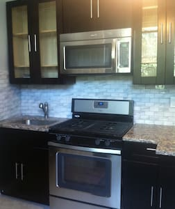 Sleek centrally located spacious AND economical - Jersey City - Wohnung