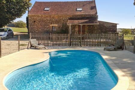 Maison traditionnelle avec piscine - Proissans