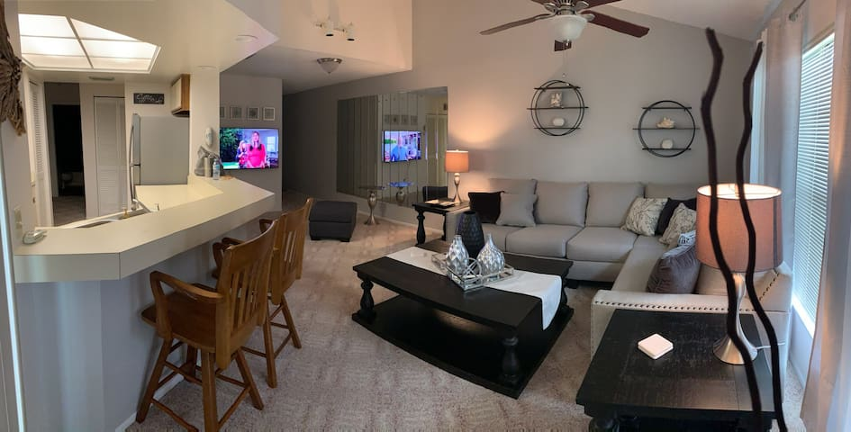 Gateway Condo 2bd/2bath, pool access!