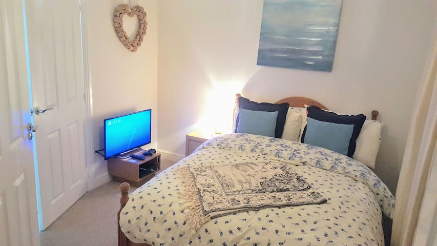 Cosy, Clean Double Room+private Bathroom & parking