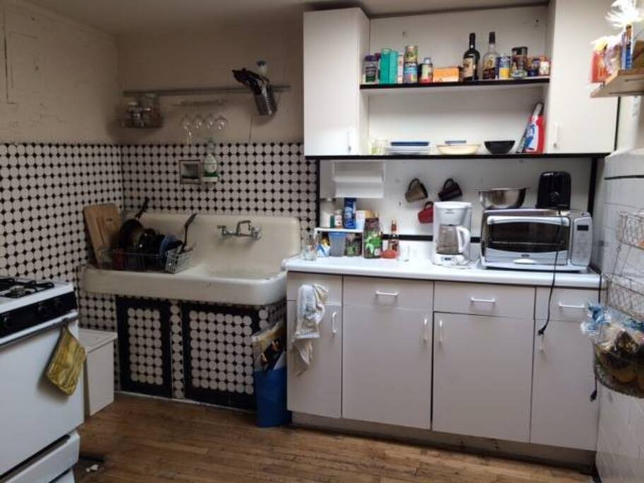 "Spacious ""old school kitchen"""