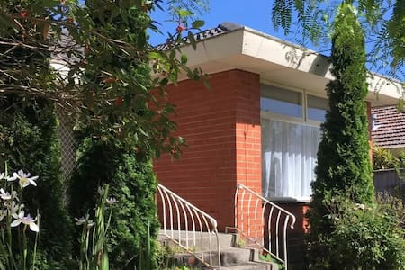 Family Friendly Convenient Residence - Doncaster East - 別墅