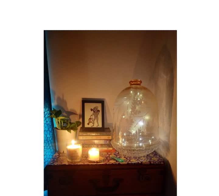 A PRIVATE ROOM IN  BOHOCHIC HOME W/O AC