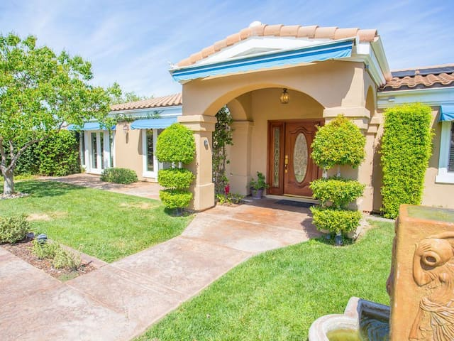 Private Luxury View Home in Wine Country! 4bd, 5ba