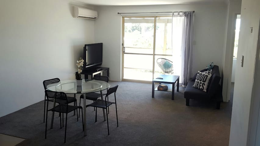 Bright Room w/ Private Ensuite - Amazing Location - West Perth - Daire