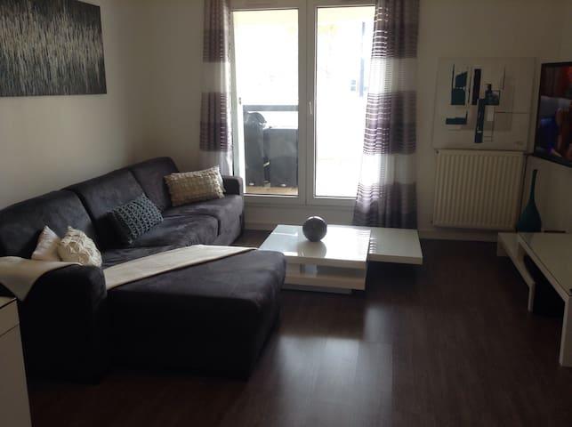 Appartement spacieux,deux terrasses - Élancourt-La Clé Saint-pierre  - Byt