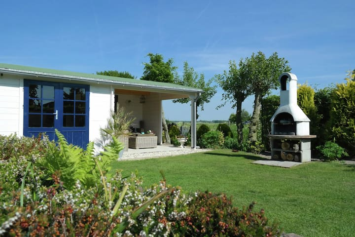 Well-maintained, detached bungalow, with a peaceful location in Egmond aan Den Hoef