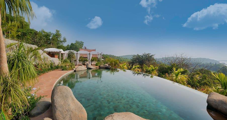 6 Suite private luxury estate overlooking the sea