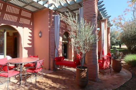 Appartement de standing avec jardin privé