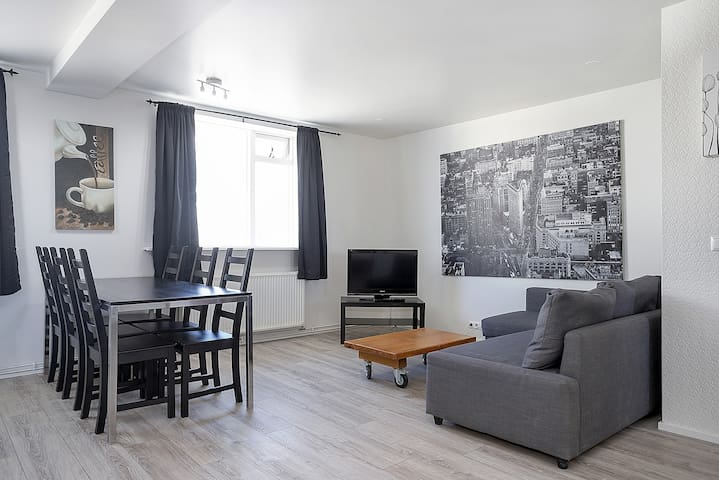 Stay Apt-Amazing Apt for 6 pax in the City Center
