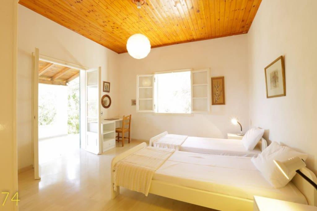 Bedroom1(of3)