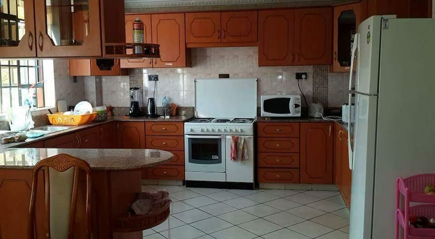 Gorgeous Apartment share -Lavington