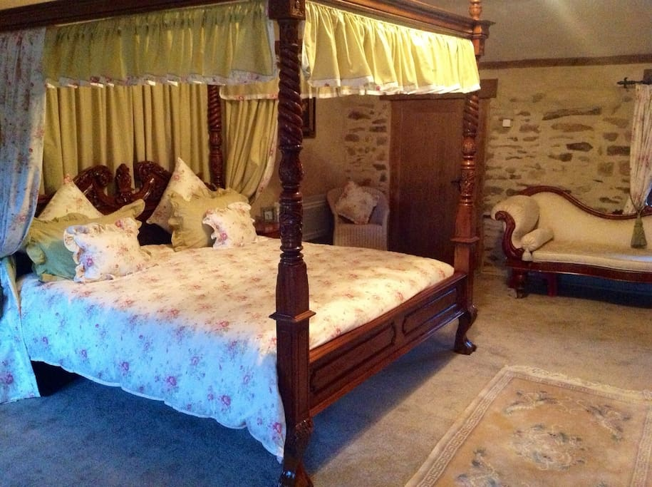 Luxury Romantic Four Poster Bed