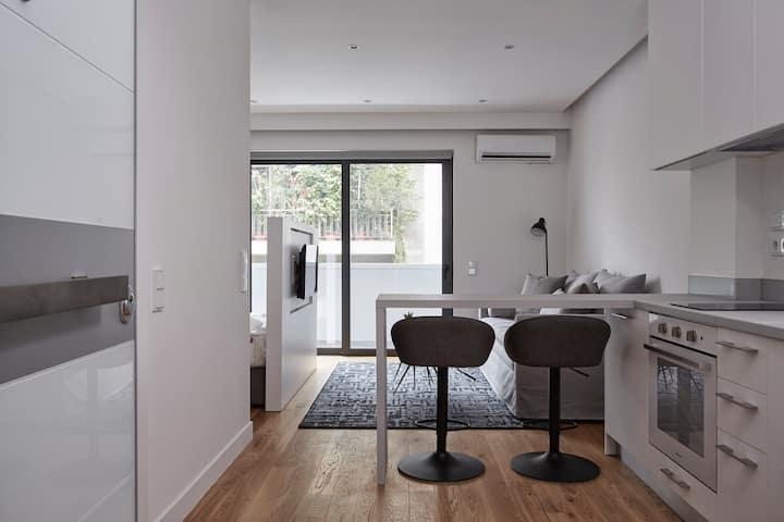 Deluxe,Modern Studio w/Terrace