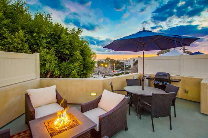 PRIVATE OUTDOOR OASIS | AC | GARAGE | Family Friendly Beach Townhome