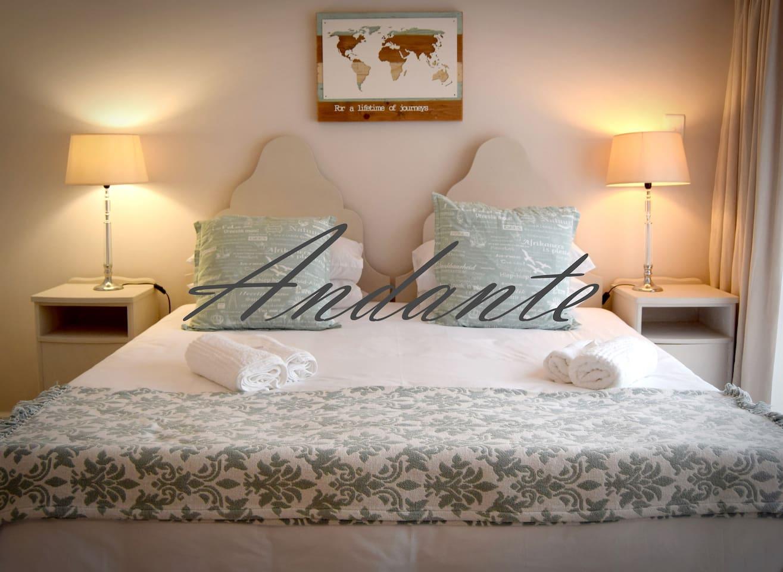 King size bed with en suite bathroom