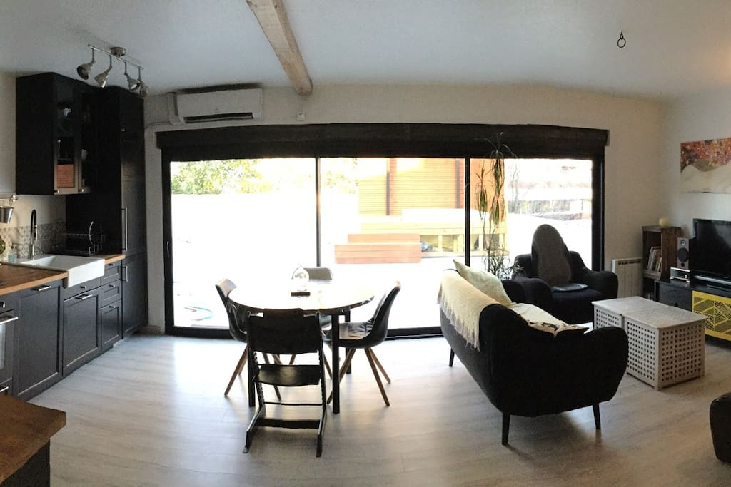 Large living room with direct access to the terrasse