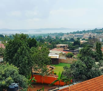 Comfy bed for a couple or traveller - Kampala - Lakás