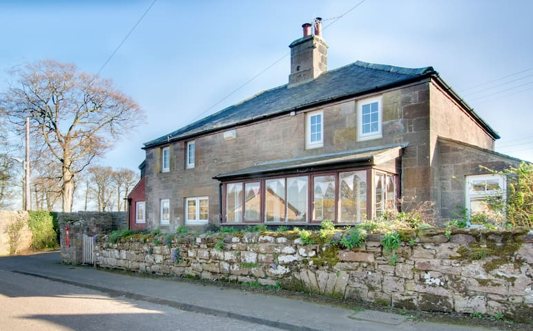 Farley Cottage Ellingham: cosy countryside cottage