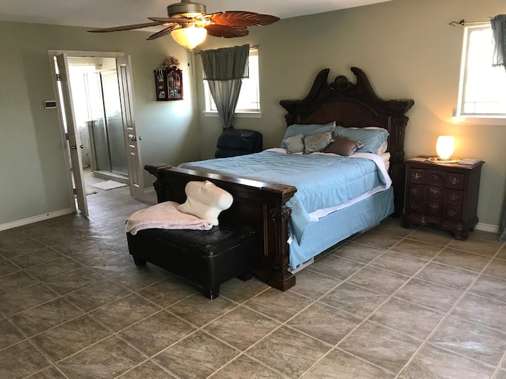 Country place 35 minutes from Austin Airport