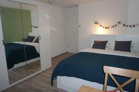 Zimmer(1) mit viel Privatsphäre bei Zürich