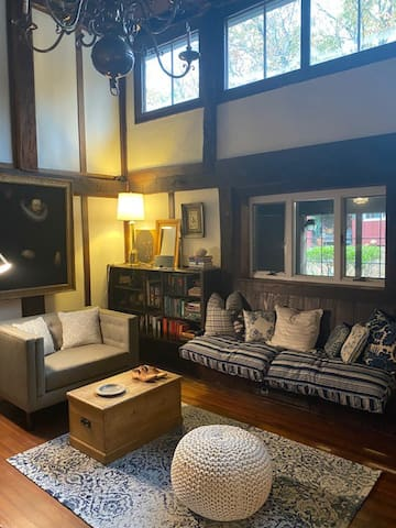 4 bedroom escape in the heart of Woodstock