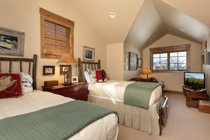 The Cabins at Jackson Hole Golf and Tennis