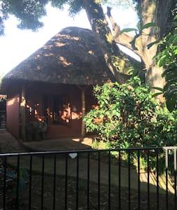 Entebbe Safari Cottage - Entebbe