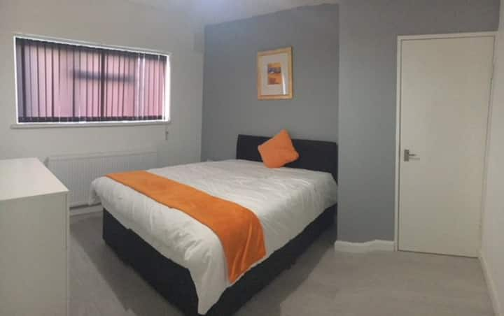 Cosy Double  Bedroom  in Central Maidenhead