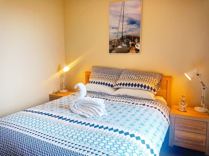 Private Queen Size Bed w/kitchenette @ Swan Valley