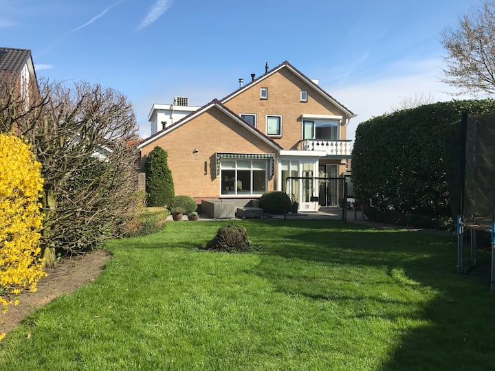 Detached villa near Amsterdam and the beach