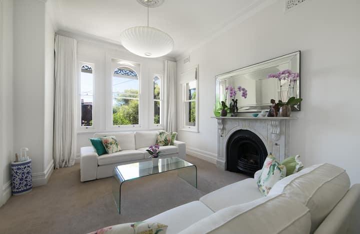 2 lovely double rooms + garden above  Bronte beach