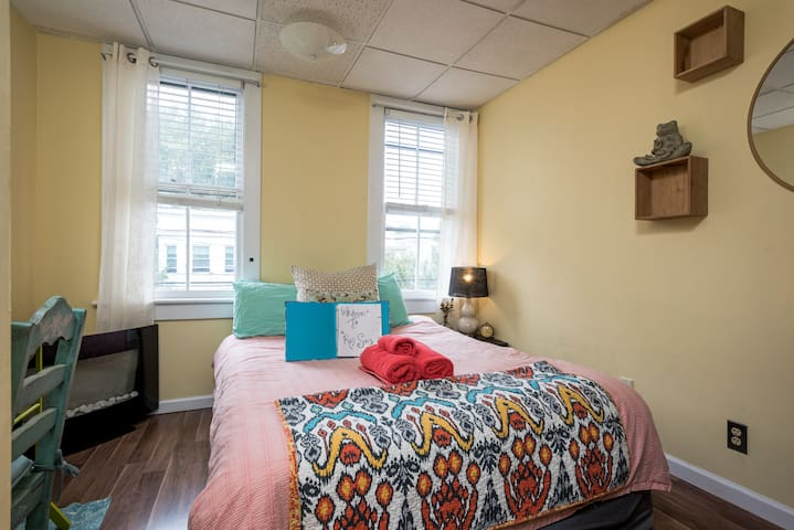 Comfy 'Hidden Gem' in Uptown Albany - Albany - Haus
