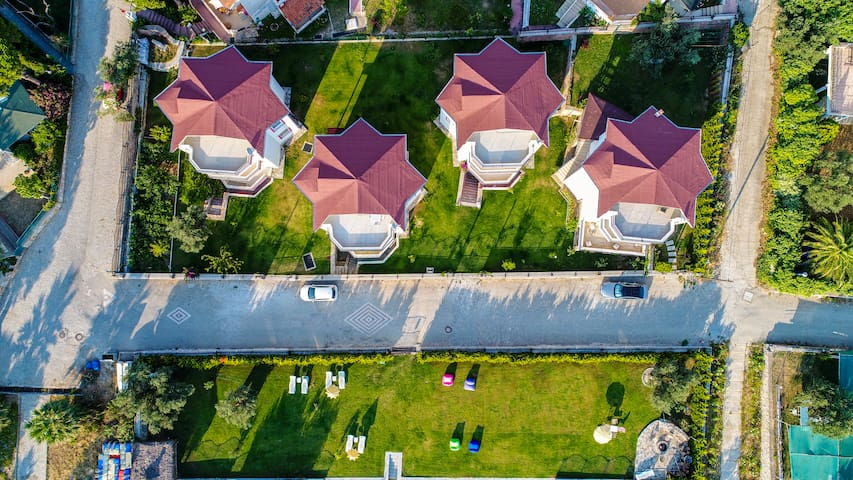 Villa Green 7 Meters to sea 1300 m2 garden