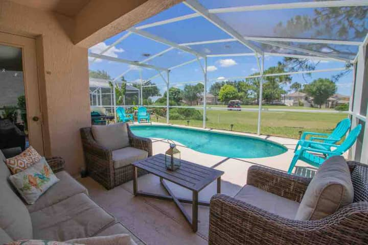 Upscale house w/Golf course view and private pool