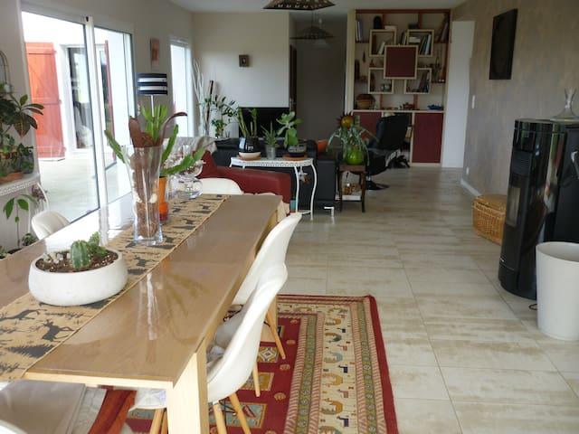 Chambre /SDB privée à 10 min de Biarritz - Arcangues - House