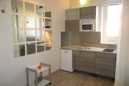 Centre: petit studio grand confort! - Dijon - Byt