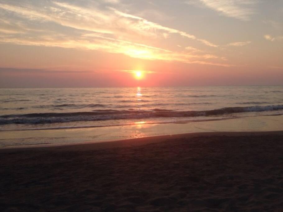 vista del tramonto dal tuo appartamento nella casa sulla spiaggia