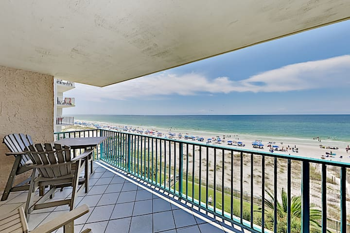 Beachfront Corner Unit All-suite Retreat w/ Pools
