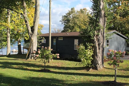 Gorgeous Newly Renovated Waterfront Cabin