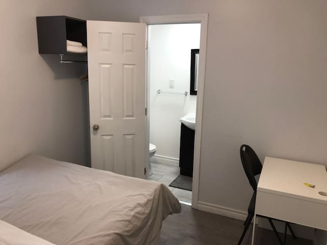 Bedroom with Private Bathroom in Heart of DT(201)