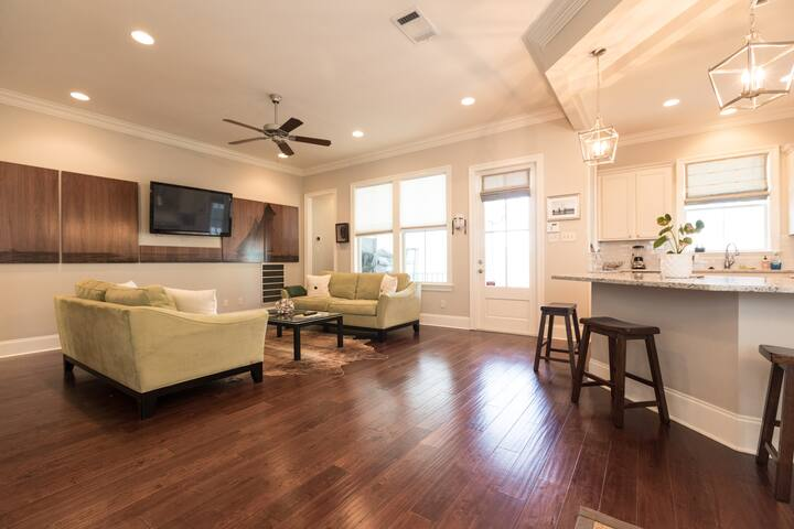 Spacious & Artsy Home Minutes From French Quarter